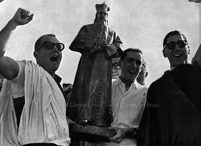 Sorin Hall residents carrying the statue of Father Sorin through campus, November 1962.  The statue had just returned to campus after a lengthy disappearance.