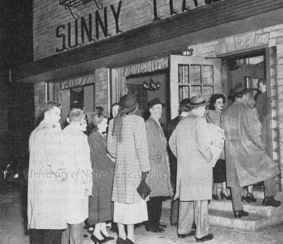 The typical long lines to get a table at Sunny Italy, 1948.