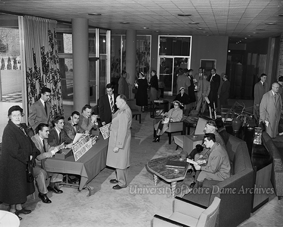 GPHR 45/1791: Parents-Son Day (Junior Parents Weekend (JPW)), 1953/0418. Parents registering at the Morris Inn.
